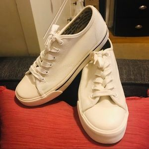 DKNY Vintage White Canvas Lace Up Low Top Sneakers